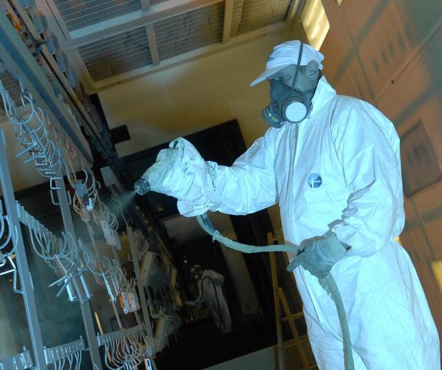 Manual sprayingwith KMX electrostatic airmix spraygun