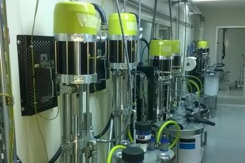 (2) Hardener piston pump