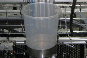 (6) Behälter für einsatzbereiten Lack