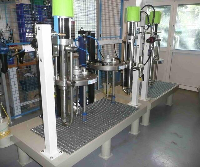 Table isolante avec pompes à piston